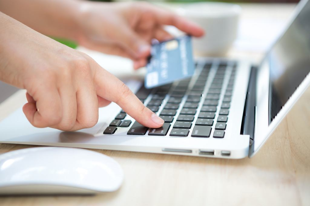 Capital One vs Wells Fargo Pros and Cons of Online Banking