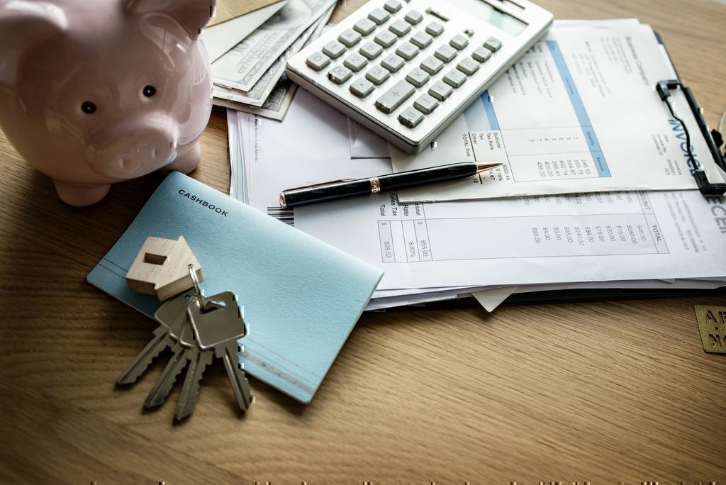 Finding the Best Insurance: Geico vs Progressive Insurance Pros and Cons