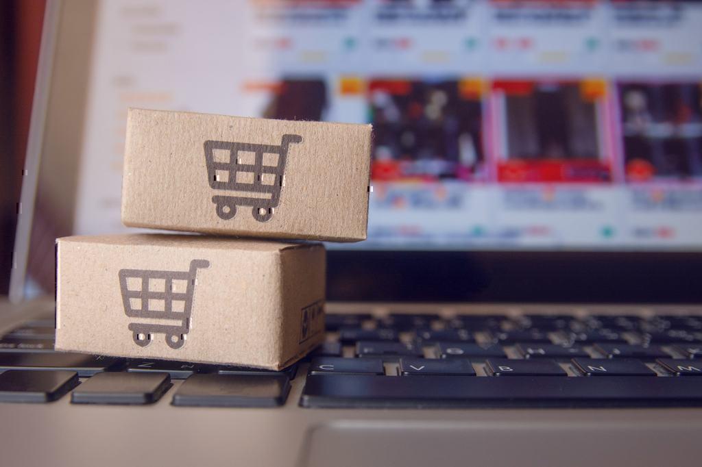 The Best in Overseas Shopping: Light in the Box vs Gearbest