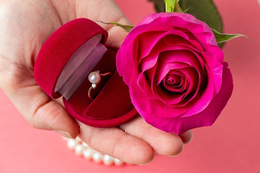 Top Tips and Ideas on Choosing the Best Valentine's Day Gifts While Avoiding Being Scammed