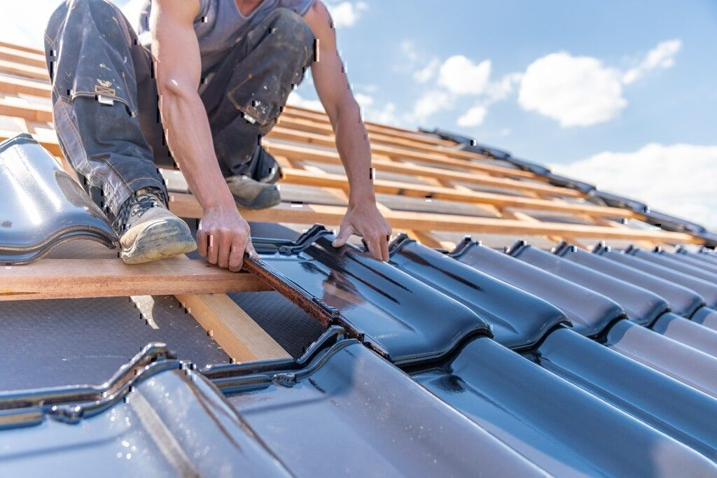 How to Hire a Roofing Contractor and Avoid Roofing Scams?